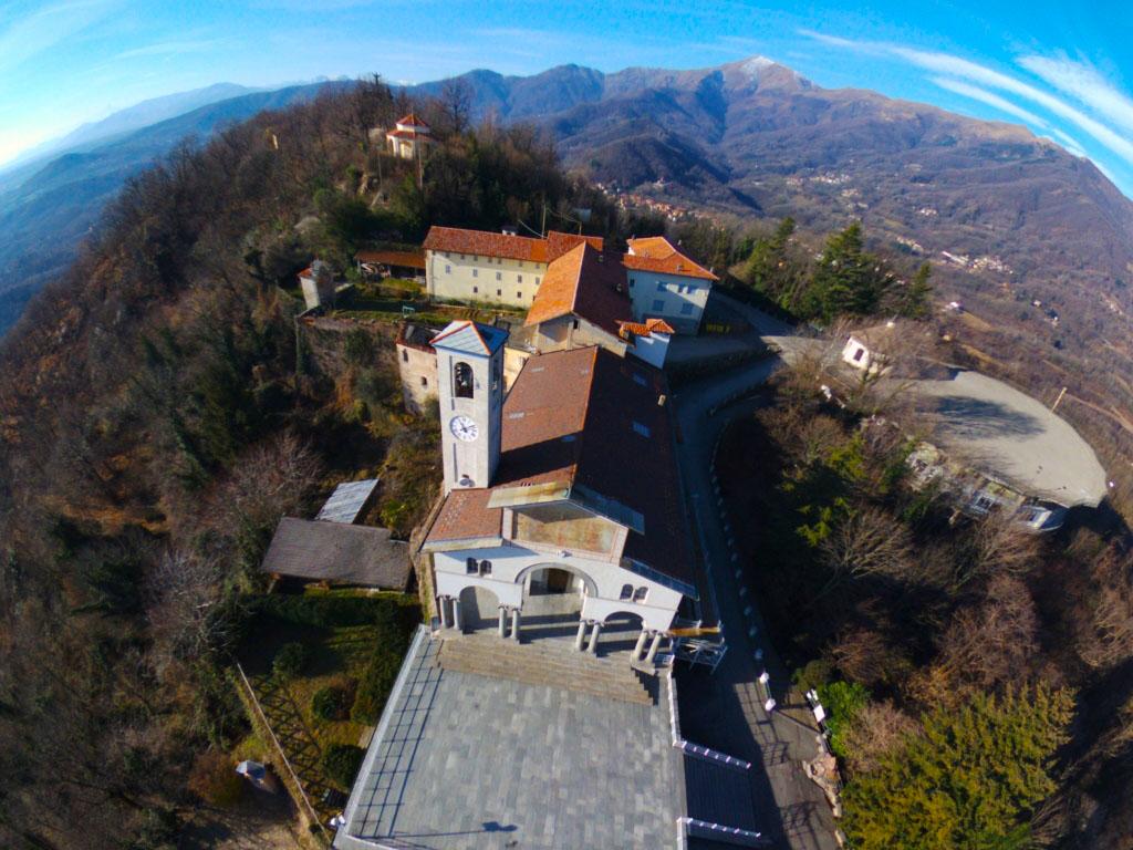 Panoramica invernale sul santuario di Belmonte